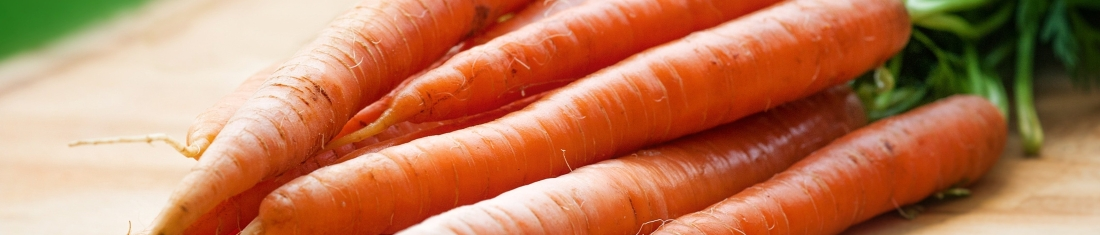 carrots-close-up-farmers-market-143133.jpg